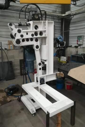 Conception, fabrication et montage d'une machine redressant du fil présenté en bobine avant son insertion dans une machine de matriçage pour l'industrie aéronautique.